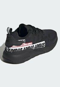 adidas Originals - ZX 2K BOOST SHOES - Trainers - black - 3