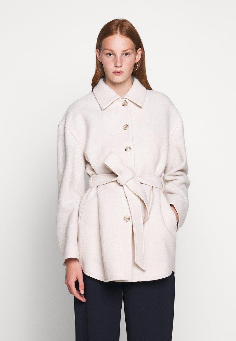 Filippa K - LIMA COAT - Krátký kabát - ivory