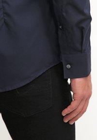HUGO - JASON SLIM FIT - Formal shirt - navy - 6