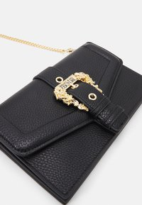 Versace Jeans Couture - COUTURE CHAIN WALLET - Lommebok - nero - 5
