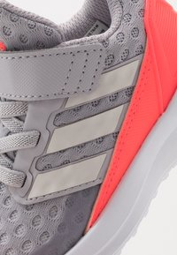 adidas Performance - RAPIDARUN UNISEX - Neutral running shoes - glow grey/grey one/signal pink - 2