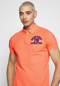 Superdry - CLASSIC SUPERSTATE - Polo - cabana coral grit - 4