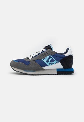 VIRTUS - Sneakersy niskie - navy/grey