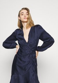 Nly by Nelly - EYES ON ME RUCHED DRESS - Cocktail dress / Party dress - navy - 3