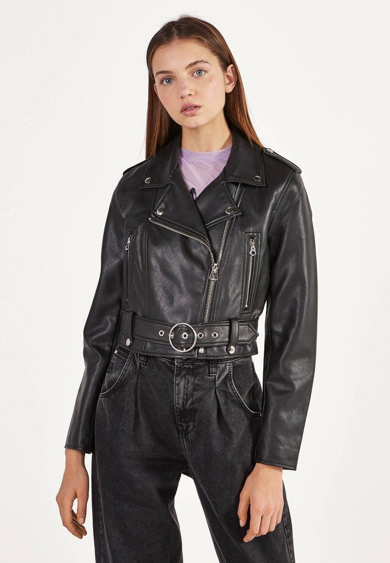 Bershka - BIKERJACKE AUS KUNSTLEDER 01137564 - Faux leather jacket - black