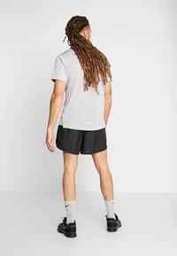 Nike Performance - DRY SHORT FAST - Urheilushortsit - black/reflective silver - 2