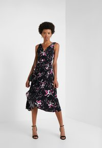 DKNY - HANDKERCHIEF DRESS - Jersey dress - black/berry - 1