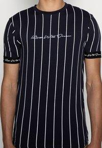 Kings Will Dream - CLIFTON - Print T-shirt - navy/white - 4