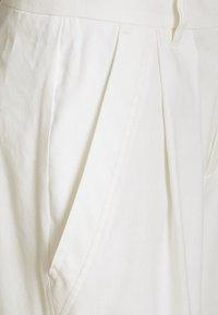 CLOSED - JANIE - Shorts - ivory - 6