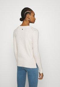 Calvin Klein - FLUFFY CREW NECK  - Svetr - pale taupe melange - 2