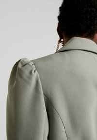 Forever New - BERNADETTE BELTED BLAZER DRESS - Day dress - khaki - 6
