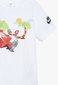 Nike Sportswear - BOYS ERMSY SHOE BOX TEE - T-shirt print - white - 3