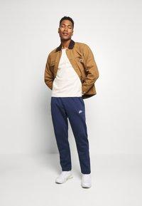 Nike Sportswear - CLUB PANT - Spodnie treningowe - midnight navy - 1