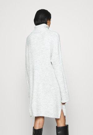 PLATED FUNNEL DRESS - Vestido de punto - grey marl