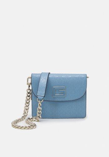 BLANE MINI CROSSBODY FLAP - Across body bag - blue