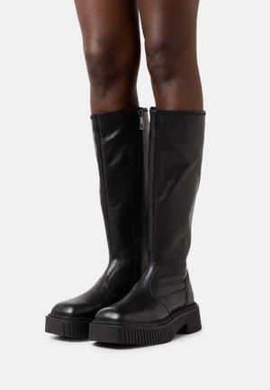 KNIGHTLY - Platform boots - black