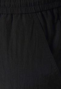 Pieces Curve - PCGOIA TRACK PANT - Tracksuit bottoms - black - 6