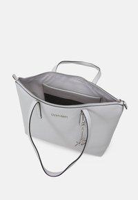 Calvin Klein - Cabas - grey - 2