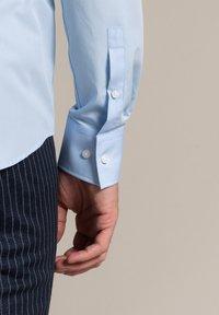 WORMLAND - Formal shirt - bleu - 3