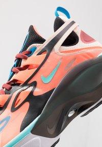 Nike Sportswear - SIGNAL D/MS/X - Sneakers laag - guava ice/light aqua/hyper crimson/blue hero/cedar/black - 9