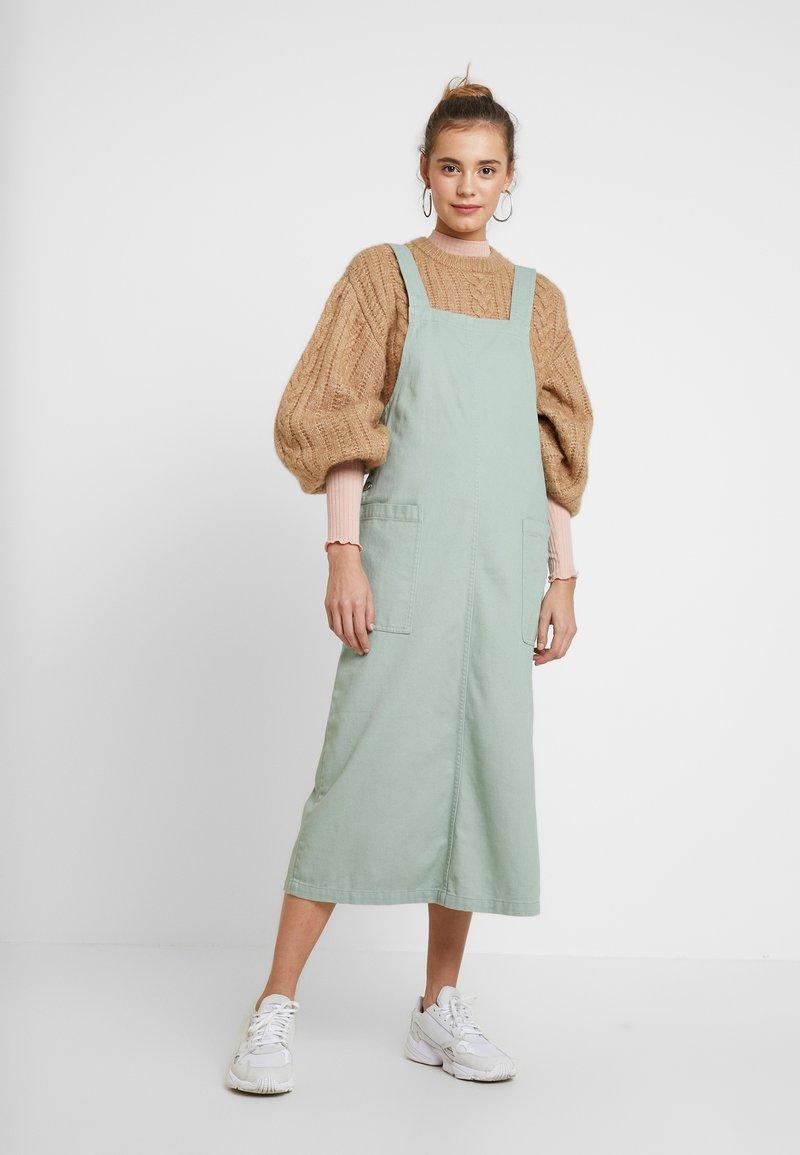 Monki - LINA WORKWEAR DRESS - Dongerikjole - sage green