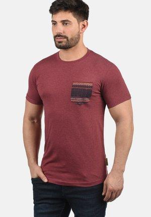 PAXTON - T-shirt con stampa - wine