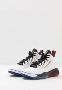 Jordan - MAXIN 200 - Basketbalové boty - white/dark sulfur/black/deep royal blue/gym red - 2