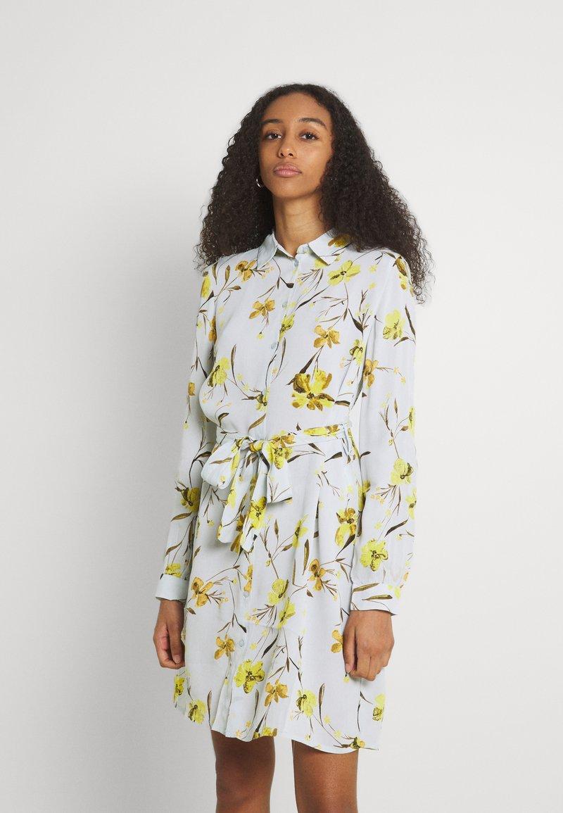 Pieces - PCLILLIAN DRESS - Košilové šaty - plein air