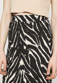 Monki - DOLLY SKIRT - Pencil skirt - zebra - 4