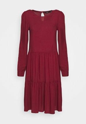 VMNADS GIRLIE DRESS - Kjole - cabernet