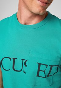 QS by s.Oliver - DETAIL - Print T-shirt - turquoise - 3