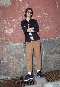 Nike Sportswear - WAFFLE ONE - Tenisky - black/black-white-orange - 0