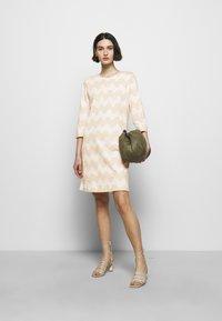 Marimekko - CLASSICS RIIPPUMATON PIKKUINEN LOKKI DRESS - Jersey dress - white/beige - 1