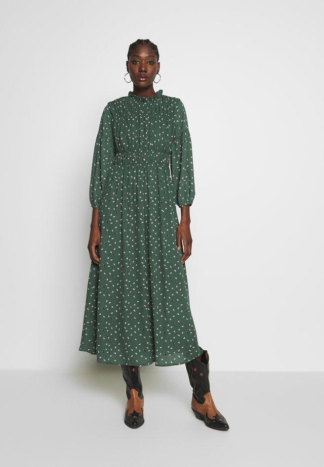 SLFSPILLA DRESS  - Freizeitkleid - jungle green