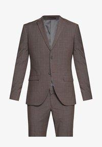 CHECK SUIT - Suit - brown