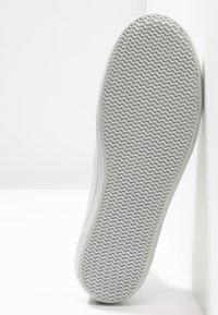 Lacoste - ZIANE - Sneaker low - light grey - 6