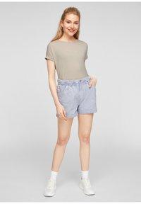 Q/S designed by - Basic T-shirt - beige - 1