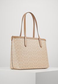 Coach - SIGNATURE CENTRAL TOTE WITH ZIP - Handbag - sand taupe - 2