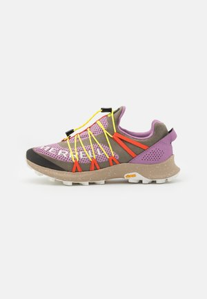 LONG SKY SEWN - Zapatillas de trail running - brindle