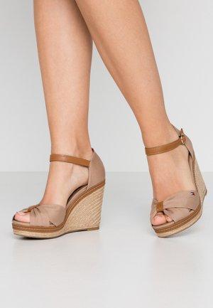 ICONIC ELENA SANDAL - Sandaler med høye hæler - cobblestone