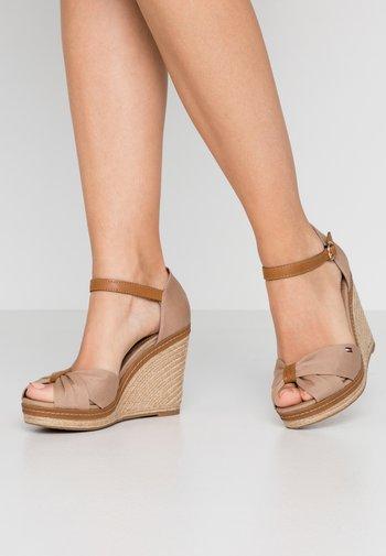 ICONIC ELENA SANDAL - High heeled sandals - cobblestone