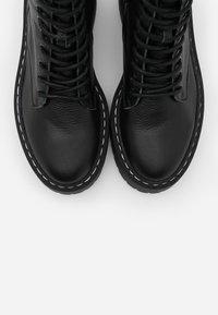 Steve Madden - SKYLAR - Kotníkové boty na platformě - black - 5