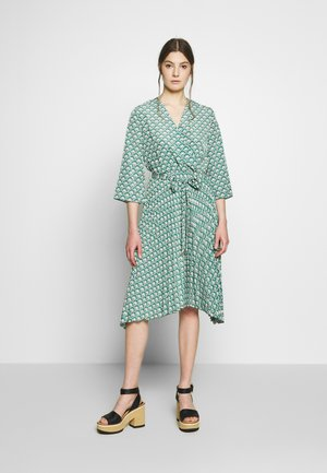 ESTELLE PLEATED DRESS - Vapaa-ajan mekko - tropical
