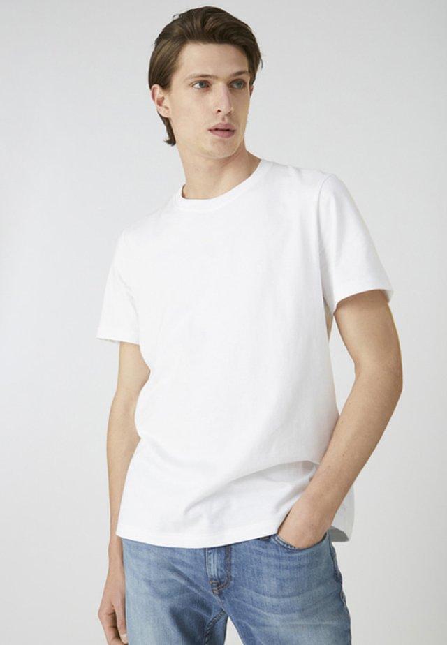 AADO - Basic T-shirt - white