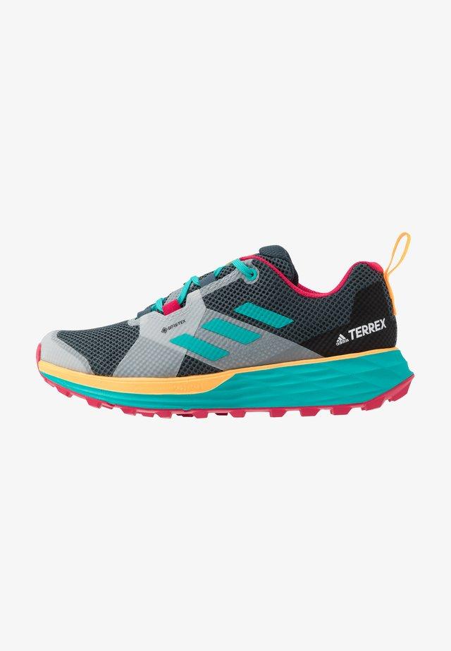 TERREX TWO GORE-TEX - Běžecké boty do terénu - blue/solar gold