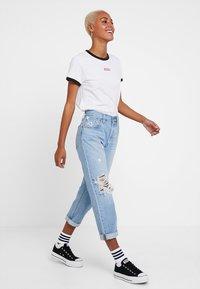 Levi's® - PERFECT RINGER TEE - T-Shirt print - baby tab ringer white - 1