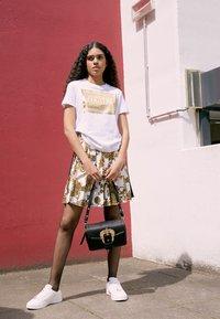Versace Jeans Couture - BUCKLE SHOULDER BAG - Across body bag - nero - 2