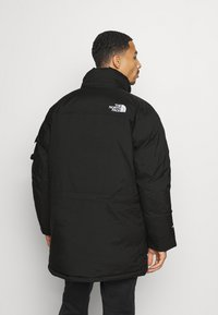 The North Face - RECYCLED MCMURDO UTILITY - Untuvatakki - black - 4