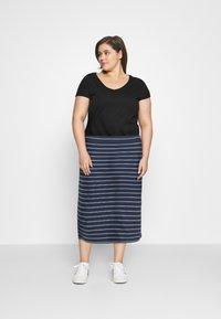 Tommy Jeans Curve - BODYCON STRIPES SKIRT - Pencil skirt - twilight navy/multi - 1