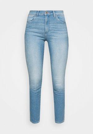 HIGH RISE SKINNY - Jeans Skinny Fit - soft cloud